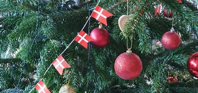 Juletræ og pynt