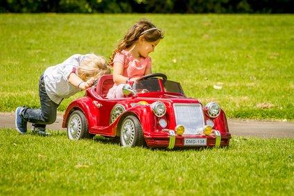 Elbil, gåbil eller pedalbil til børn