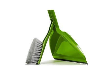Grøn fejebakke til rengøring