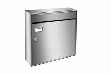 Sølvfarvet ny postkasse
